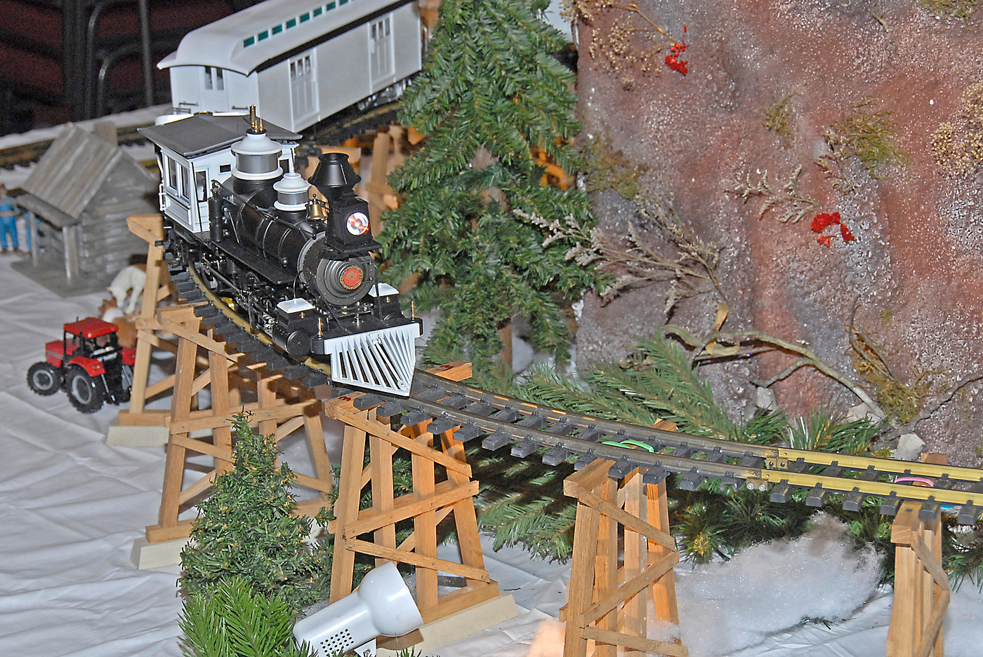 Holiday Toy Trains 2013 069