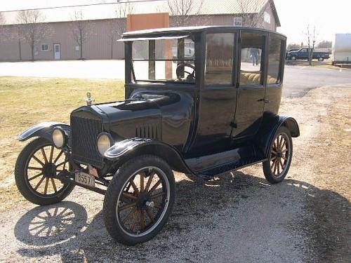 Photo 1920 ford model t centerdoor sedan c 1908 to 1927 for 1927 ford model t 4 door sedan