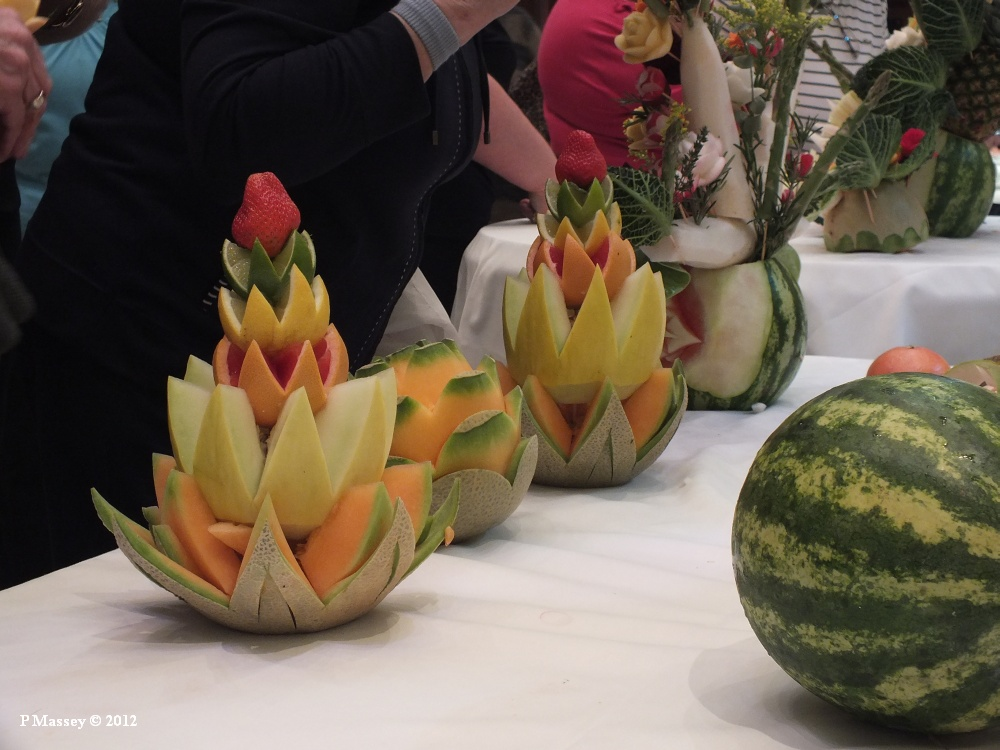 Photo fruit veg carving queen elizabeth