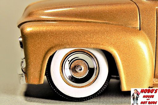 Pegasus 4-bar wheels, without the 4 bars. Gold painted centers.