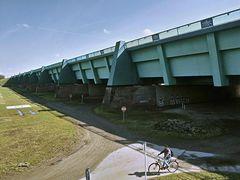 Stahltrog der neuen Kanalbrücke