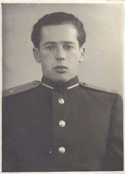 Отец, Аркадий Юзефович, выпускник Ленинградской Военно-спортивной академии.
