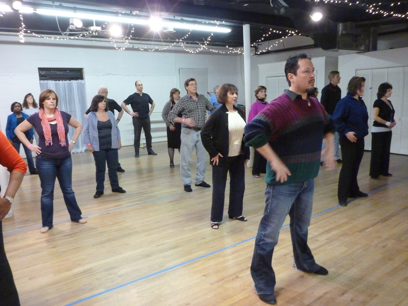 Robert Cordoba leads a West Coast Swing Warmup