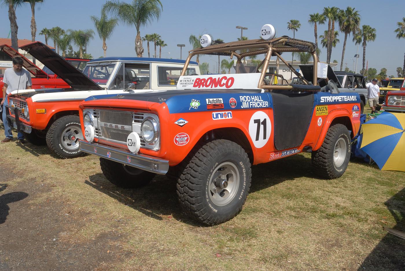 unidentified Ford Bronco DSC 4829