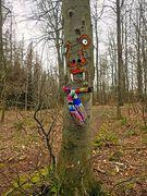 Baum mit Halstuch
