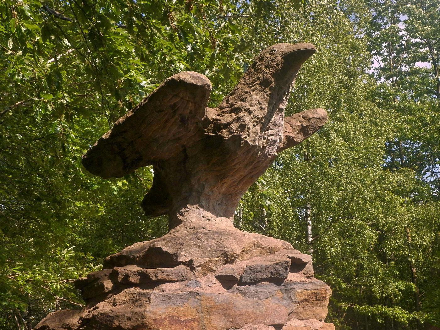 Steinzeichen Skulptur