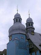 Glockenturm und Dachreiter mit Turmuhr