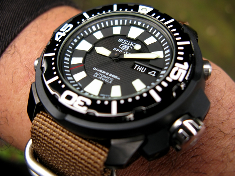 Watch-U-Wearing 11/10/10 Seiko_FrankenMonster_jaw_02-vi