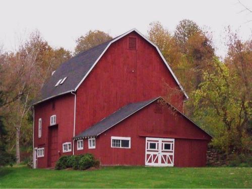 beautiful barn along the way