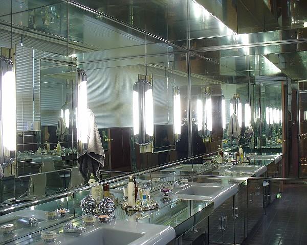 Lawrence House - Bathroom