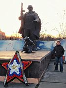 """Monument of """"Soldier and little girl"""""""