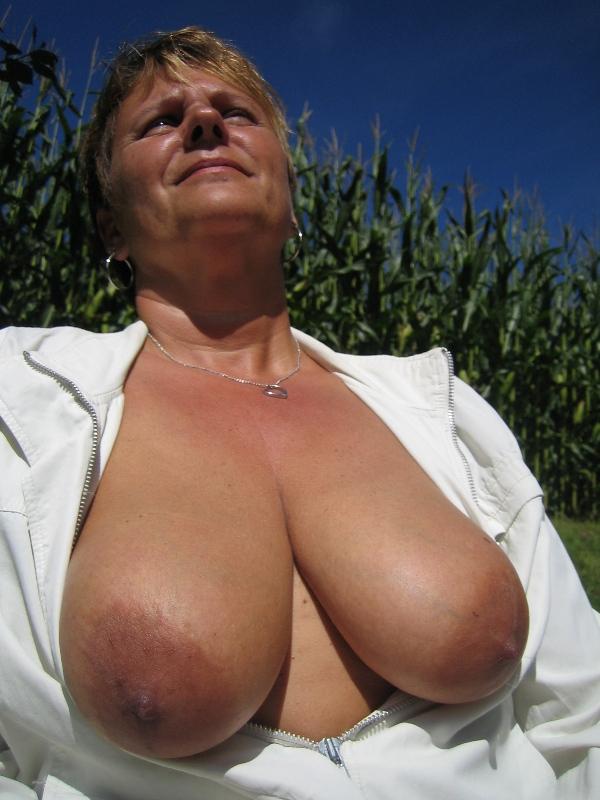 Mature huge breast saggers video